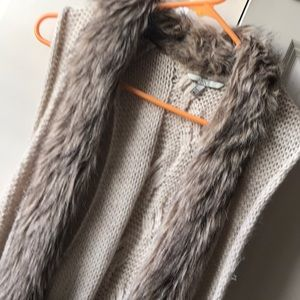 BKE Sweaters - Sweater vest with fur